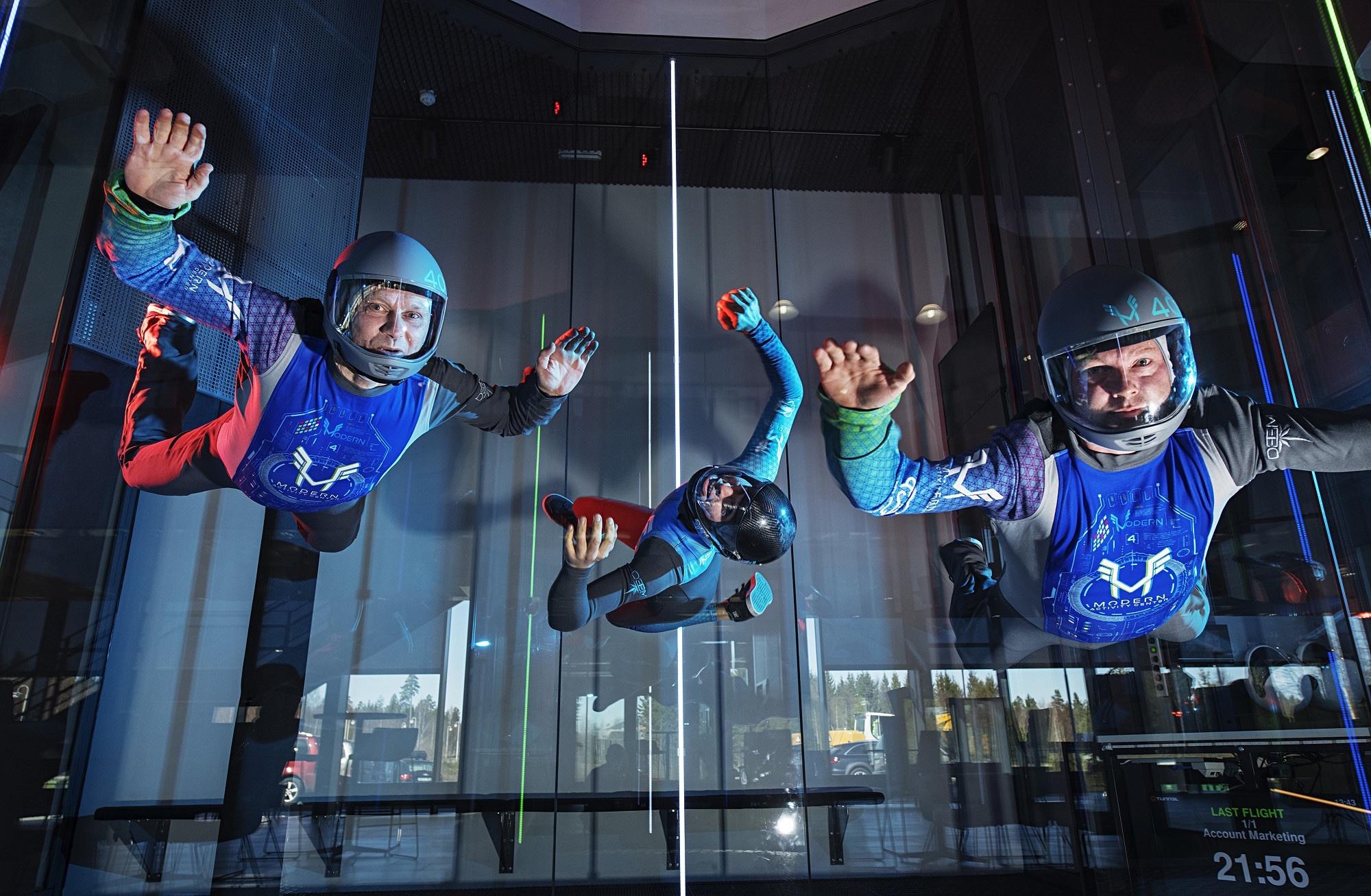 Bilde av mennesker i lufta på Modern Activity Center. Foto: Benjamin Ward