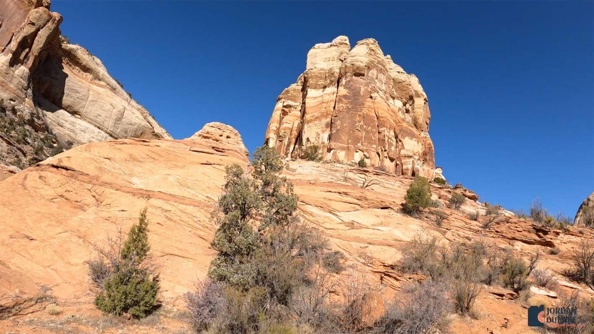 Views of tall rocks on the Lower Calf Creek Falls Trail