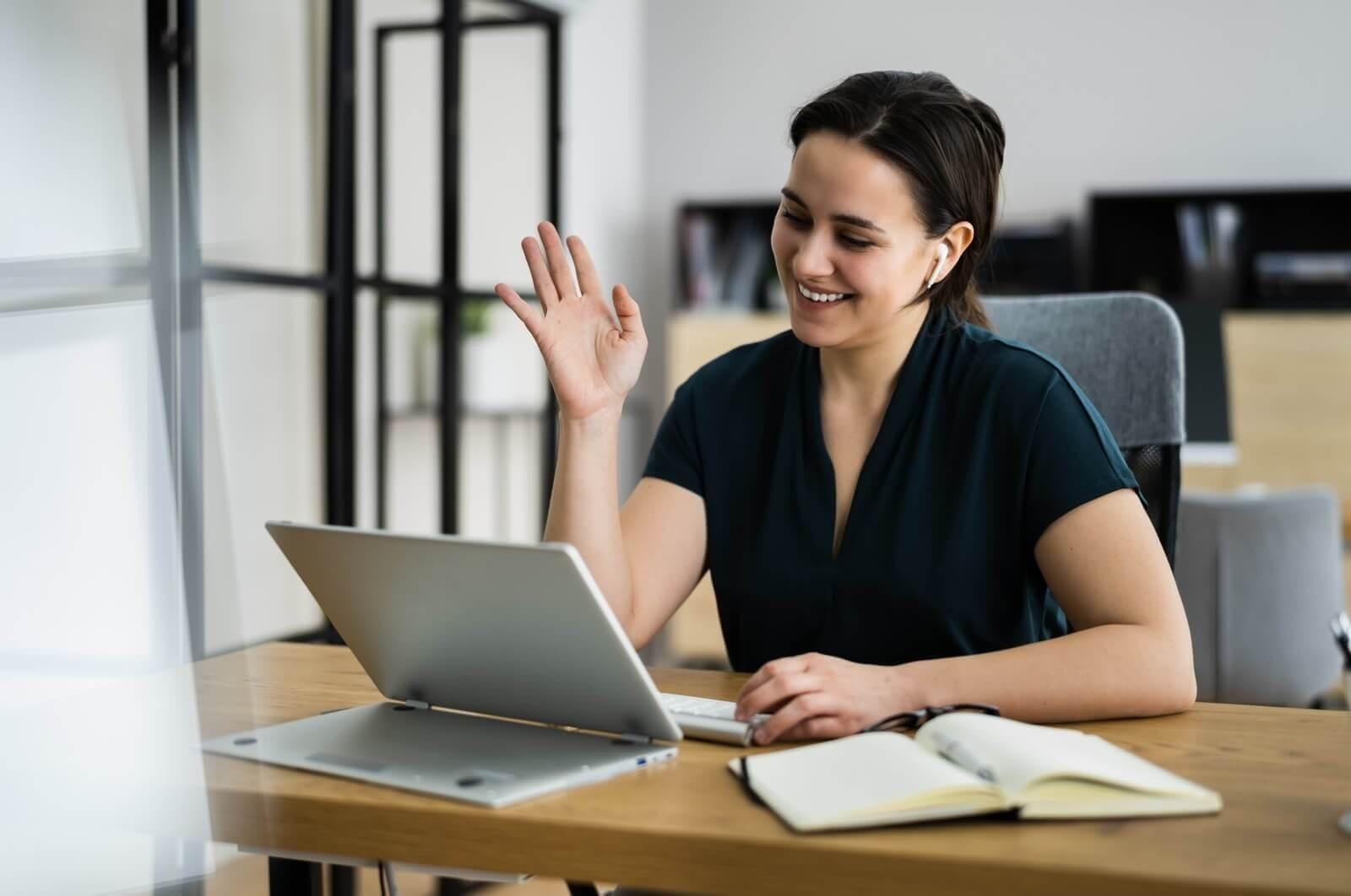 PARP - Woman at the desk