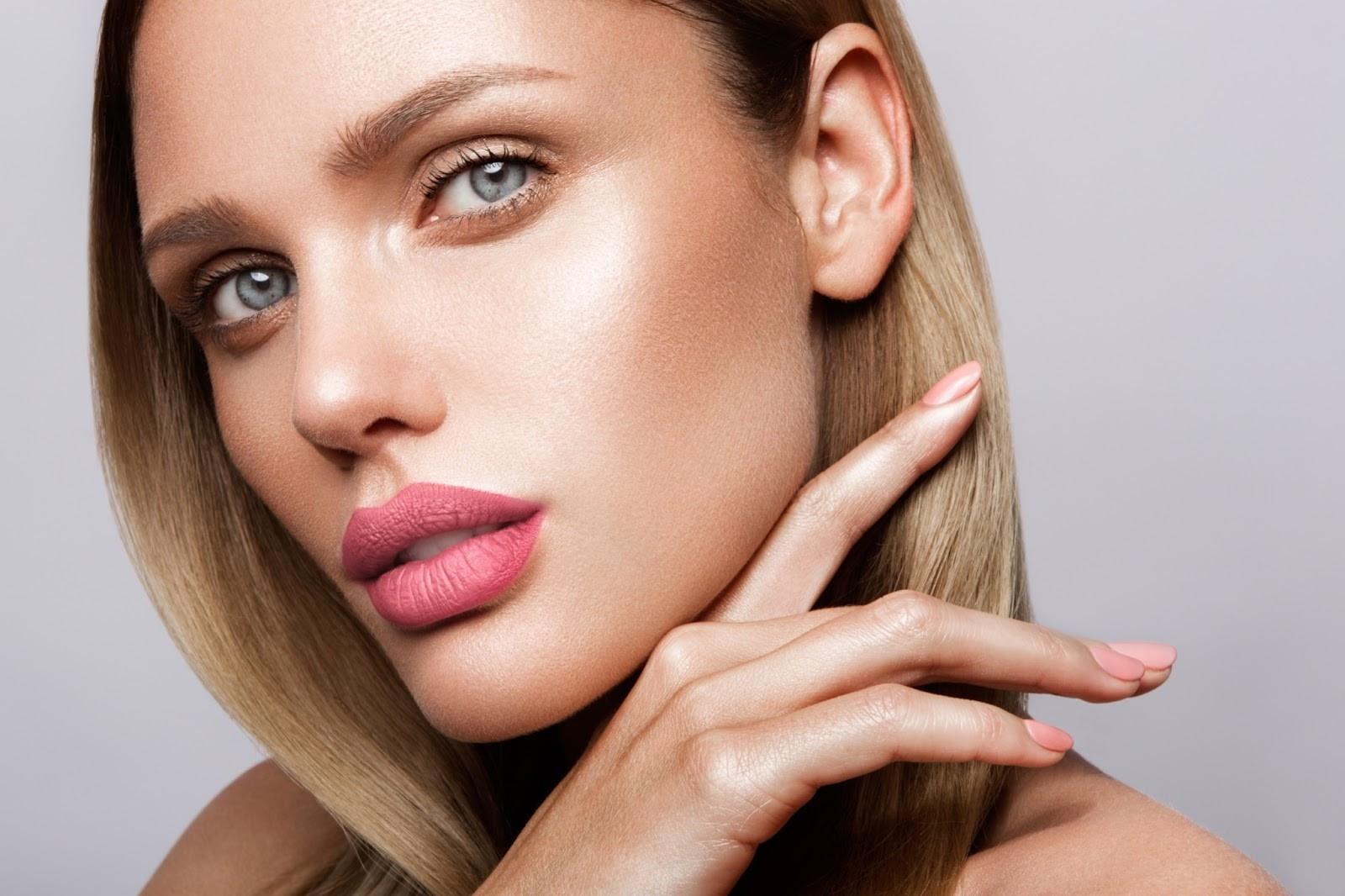 beautiful-woman-after-lip-blush-service
