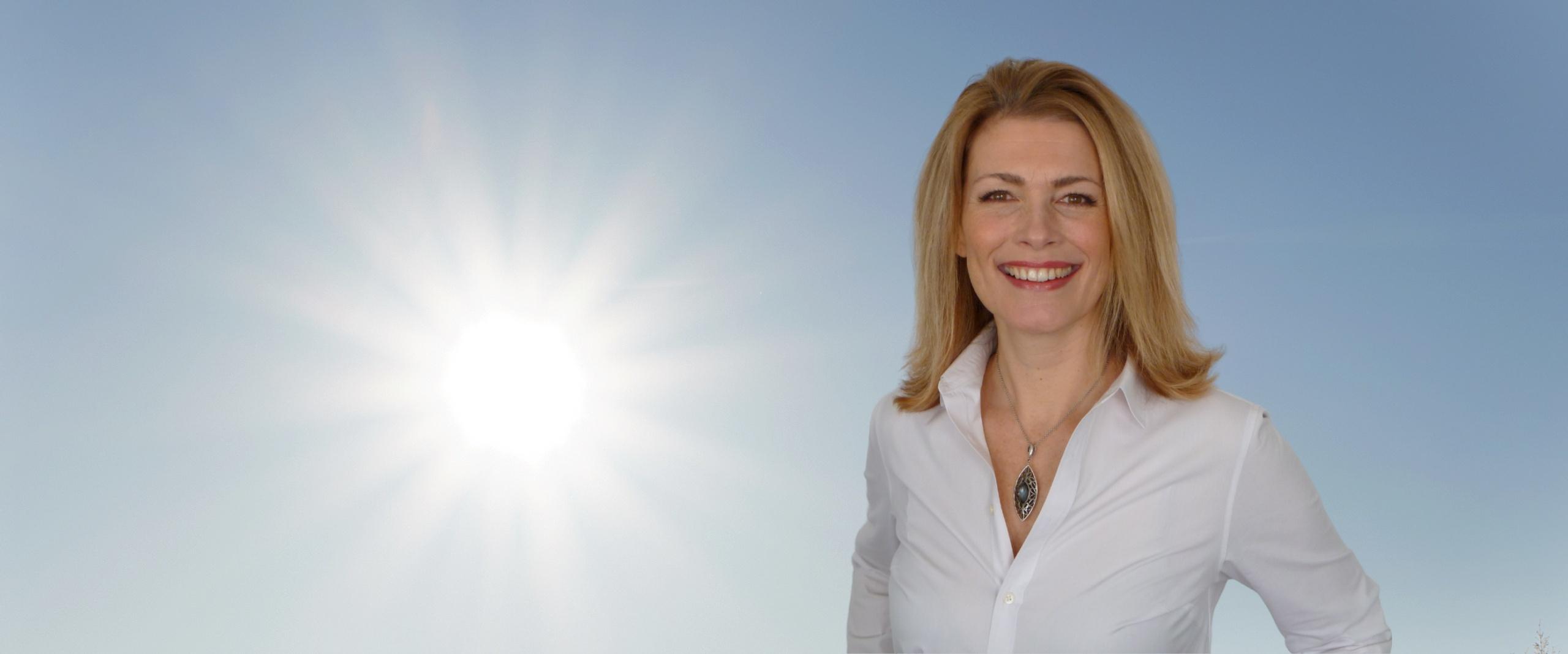 Sabrina Erneman co-host & speaker for Soulstice Summit mind body soul virtual retreat