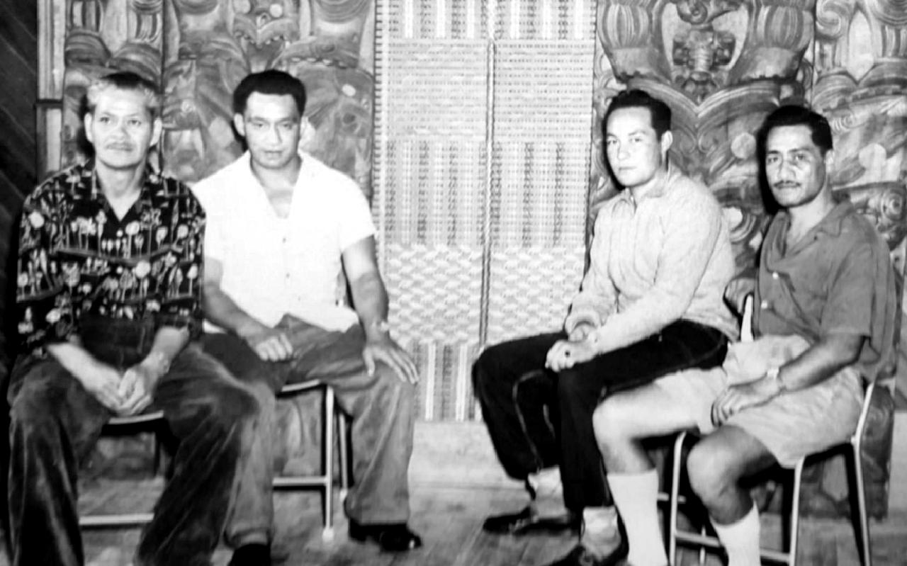 Hone Taiapa and his Konae Aronui carvers at Waiwhetu in 1959 (Rangi Hetet at the farright)