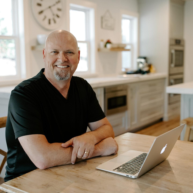 Alan Fadling profile at desk