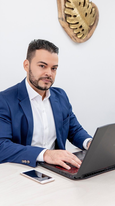 Cesar Diaz consultor de negocios digitales, emprendimiento, lanzamiento, cursos digitales.