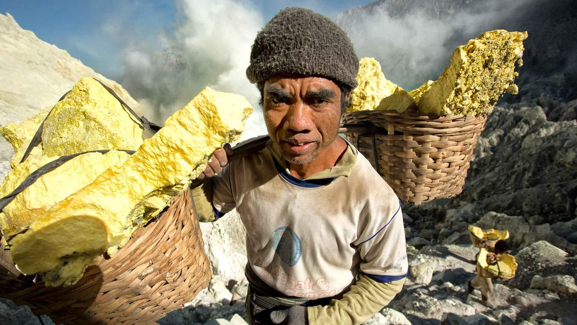 Artisanal miner in Indonesia