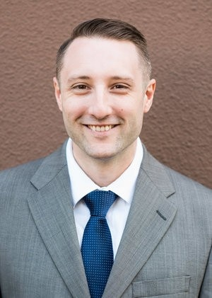 Kyle Hoelzle is a financial advisor for doctors who need investment advice