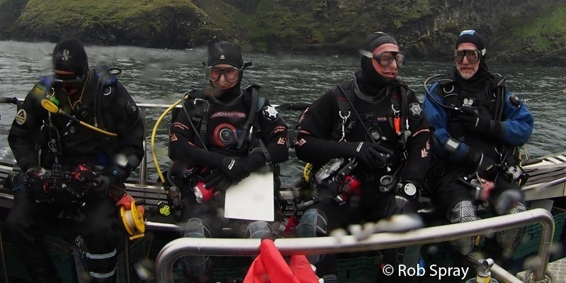 Divers getting ready for a Seasearch dive