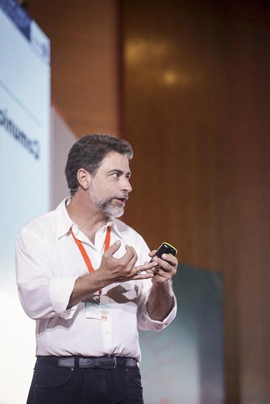 Javier Galué como conferencista en escenarios, en la Televisión y en la Radio - RTVE Telemadrid