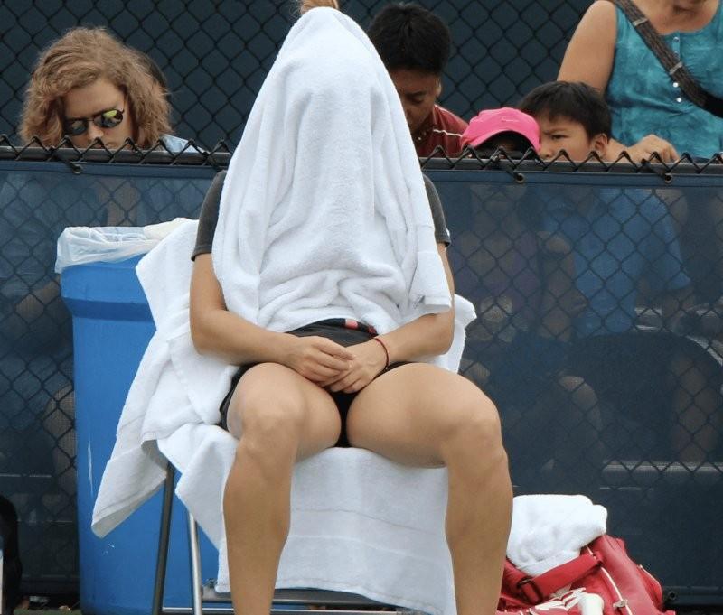 IMAGE OF TENNIS INJURY