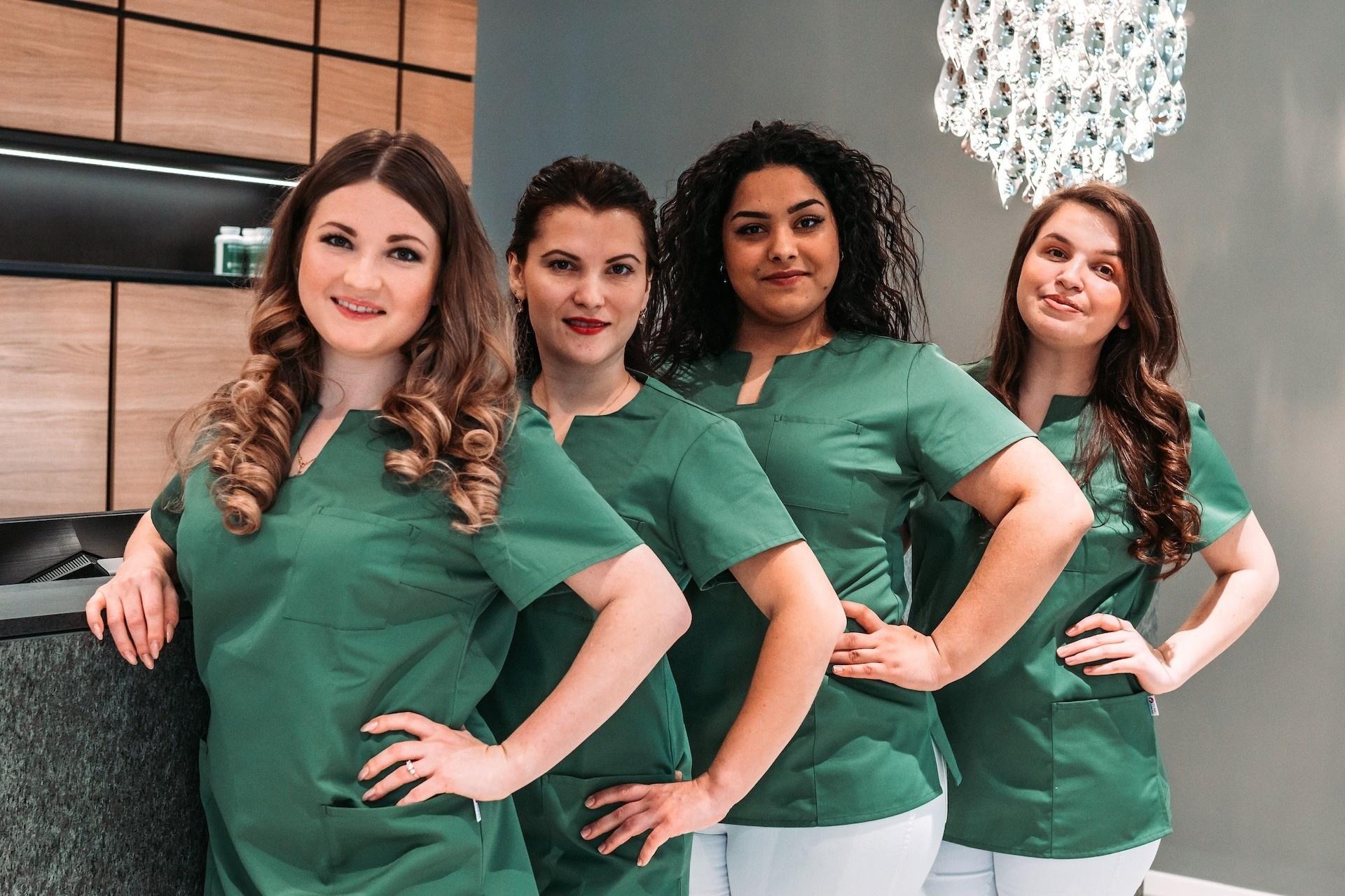 Das Assistenz-Team im D-tox Zahnzentrum in Rosenheim
