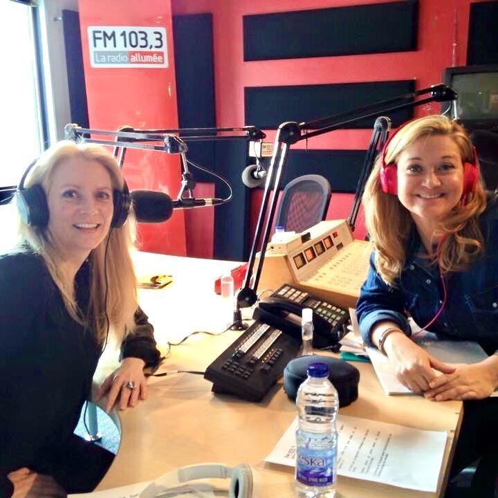 La radio allumée FM 103,3, interview sur le vernissage de mon livre