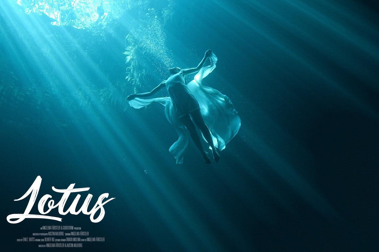 Lotus Unterwasser Film, Angelika Furstler, Unterwasser, Unterwasser Model, Underwater Model, Filmmaker, Underwater, Apnea, Freitauchen, Mexiko, Cenotes, Kunstfilm, Transformation, Lotus
