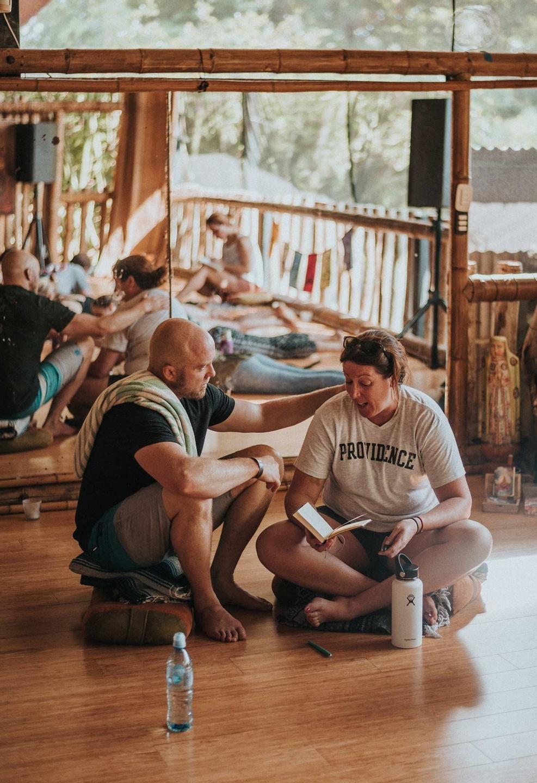 Traver holding a workshop