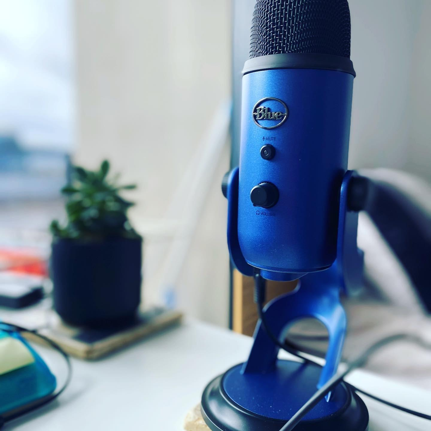 For Darren Krakowiak, the Founder of CRE Success, a blue Blue Yeti - which matches the corporate colours of CRE Success - was a no brainer when picking a podcast microphone.