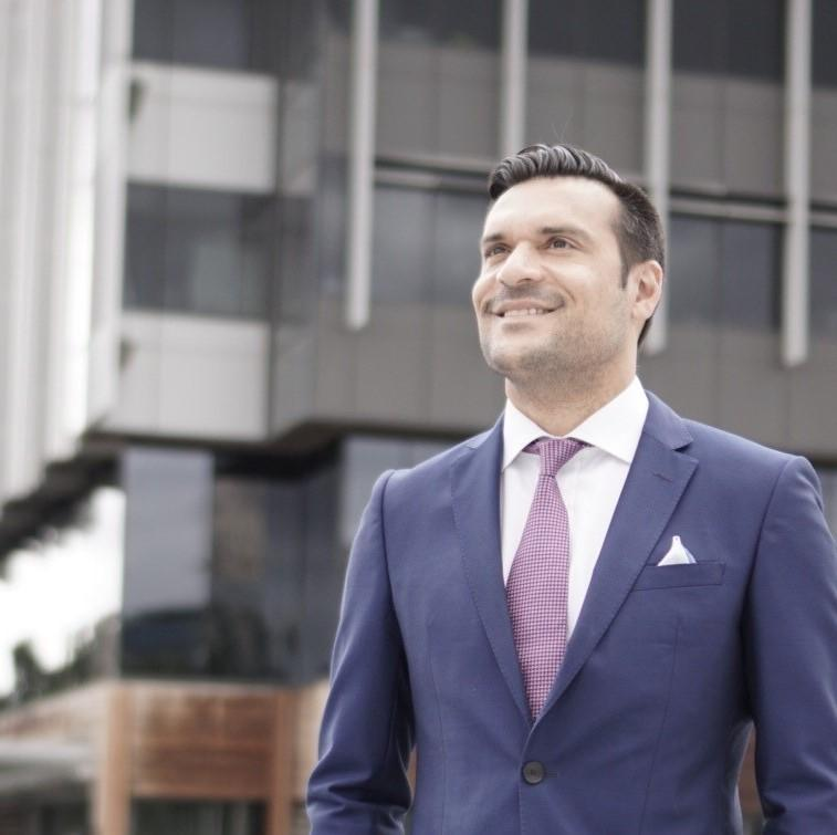 Darren Krakowiak is the Founder of CRE Success. He providers coaching, consulting, mentoring, speaking and training to the commercial real estate industry in Asia Pacific and North America.