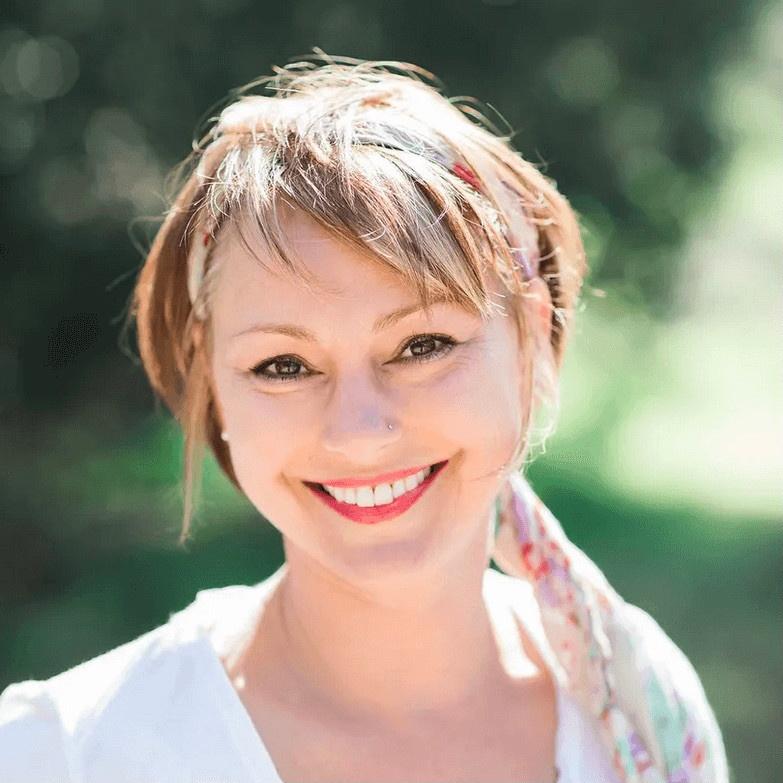 Photo of Dr. Nikki Cohen Smiling