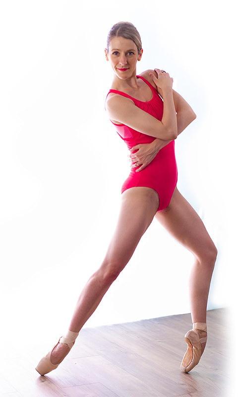 Alessia Lugoboni dancing ballet in the centre