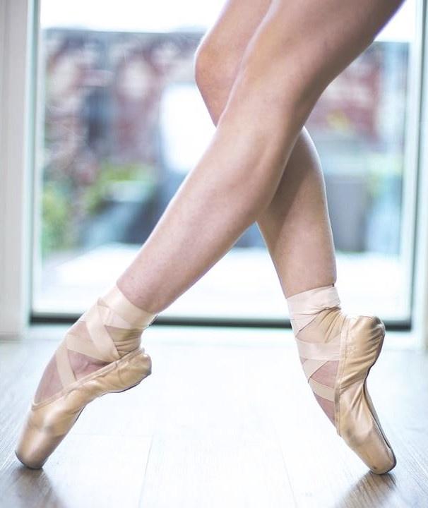 Alessia Lugoboni dancing on pointe