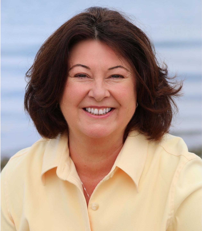 Maria Furlano headshot yellow shirt