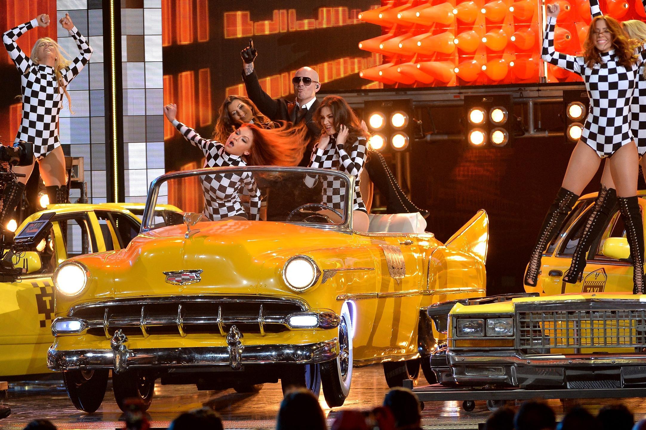 Pitbull - Premios Lo Nuestro 2016
