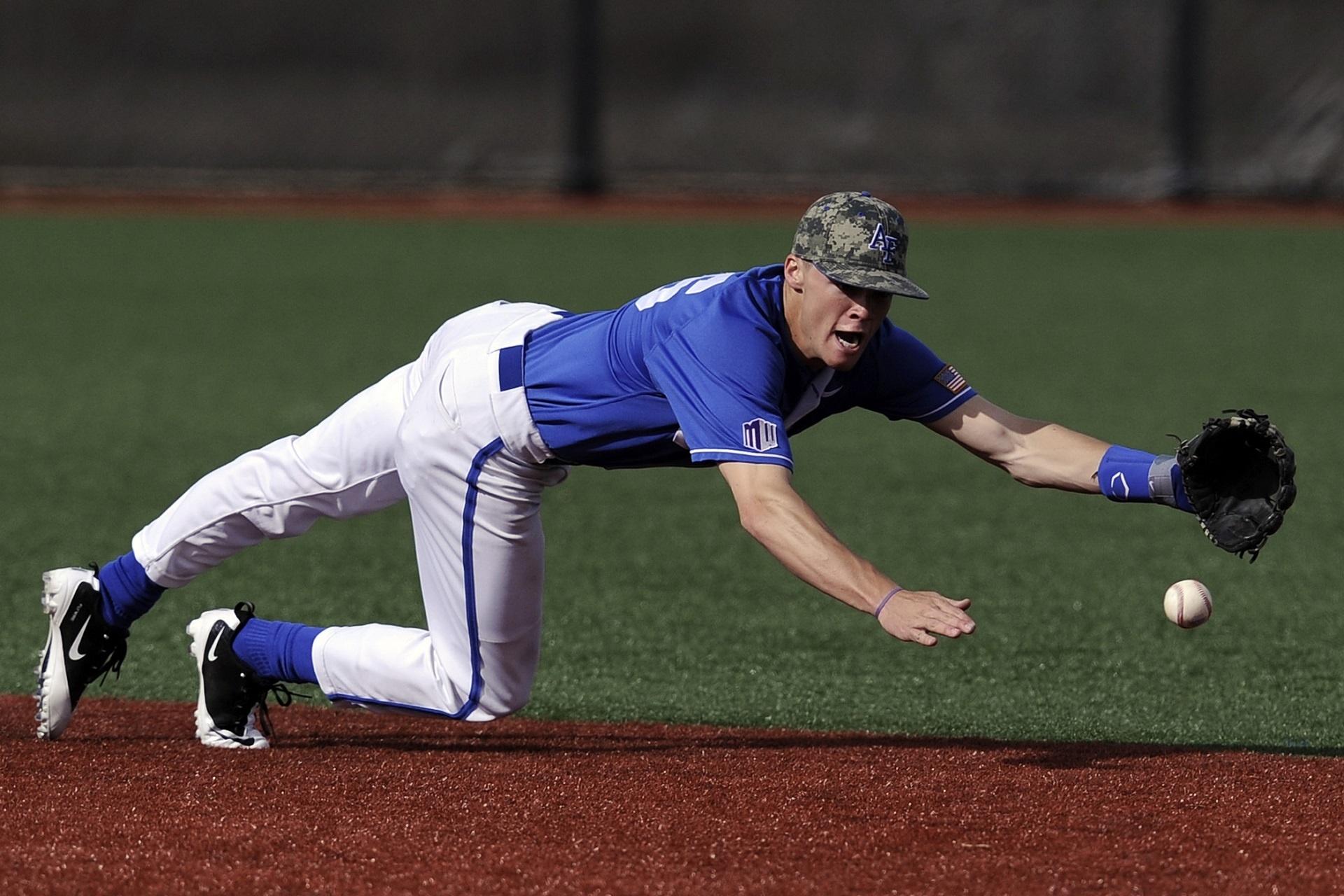 Baseball player catching the ball