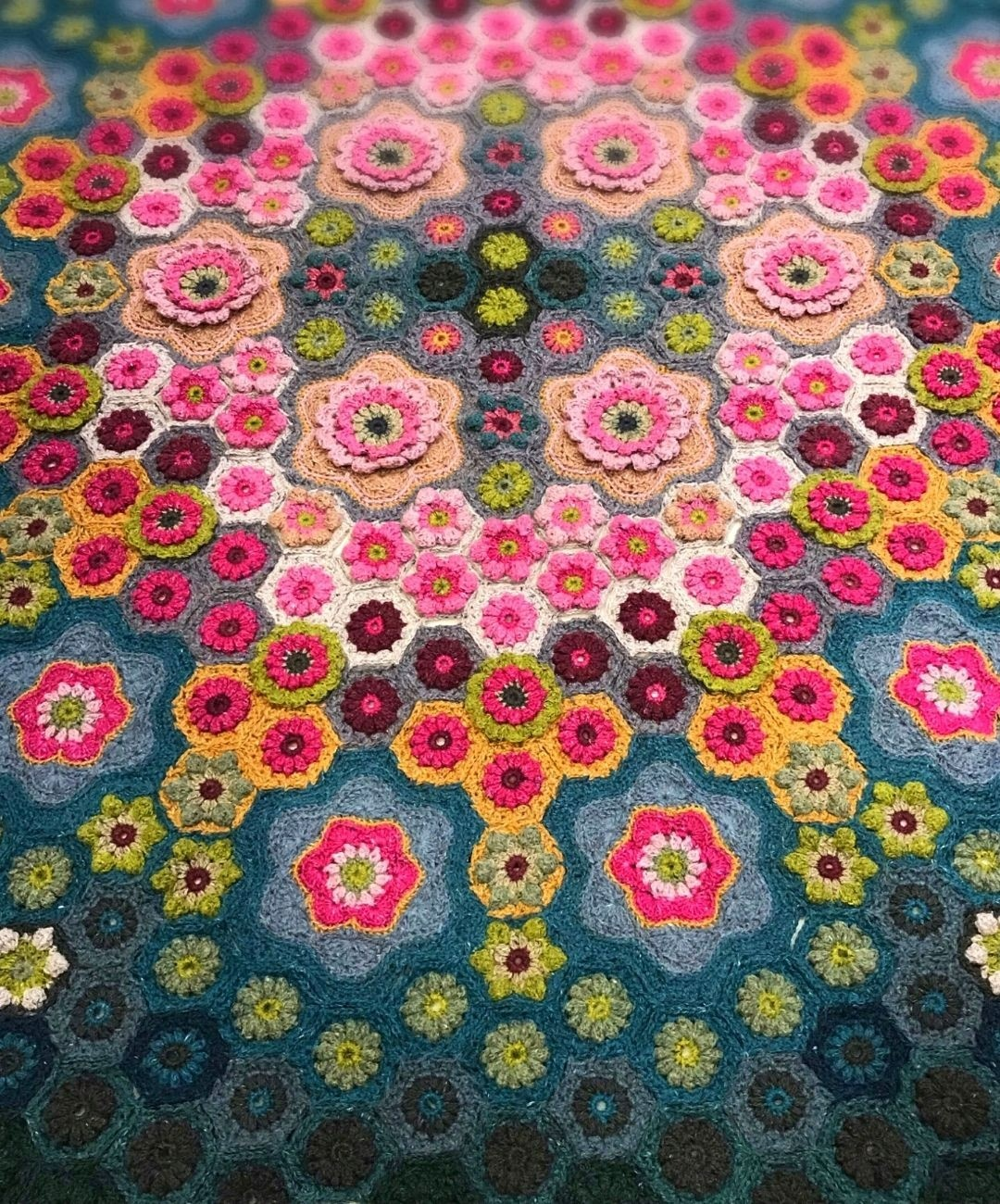 Wallflowers crochet blanket detail