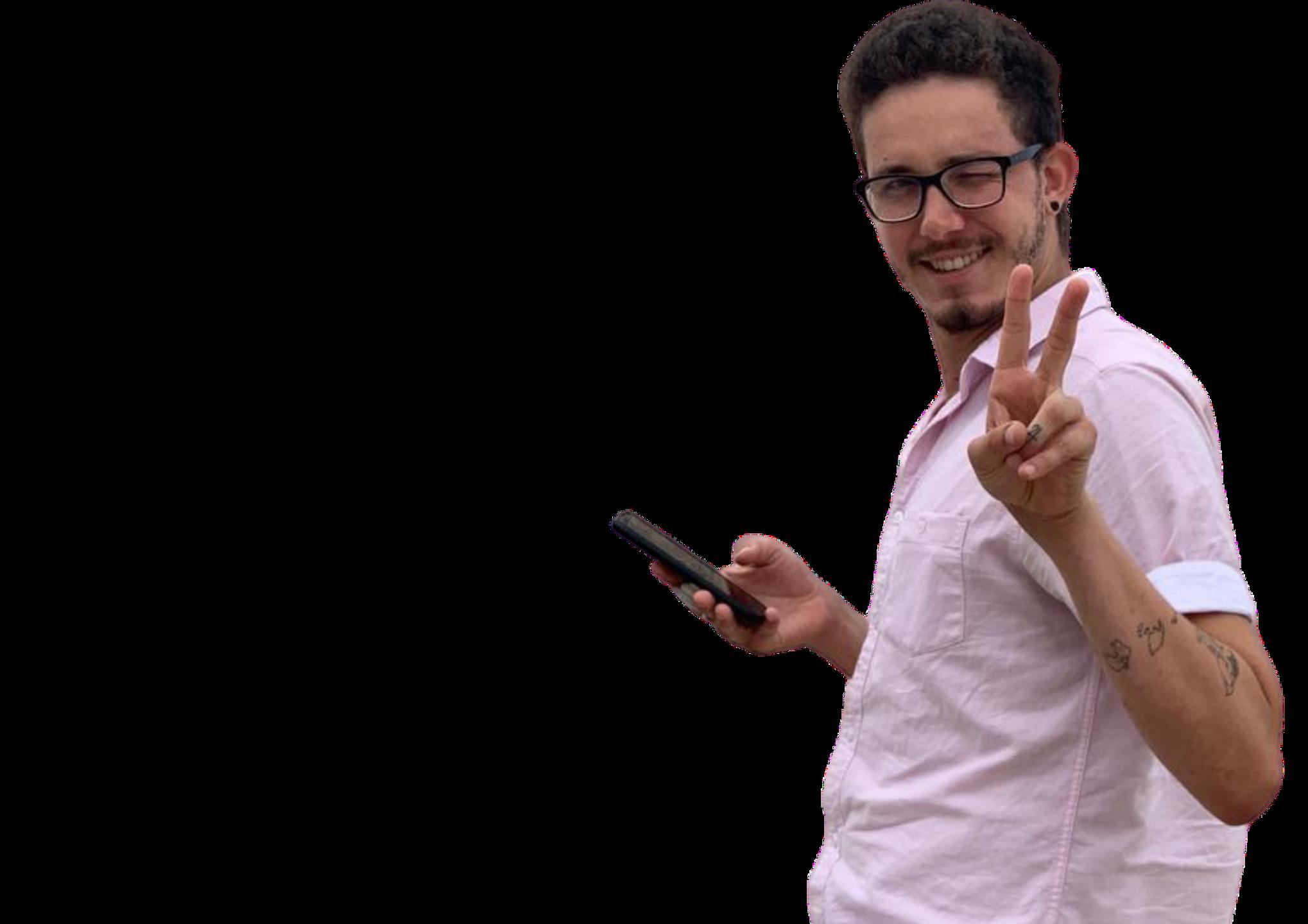 Pedro dell'Isola holding smartphone